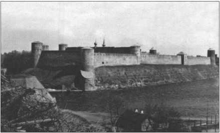 Нарва в начале мая 1942 года: город в течение пяти месяцев был штаб-квартирой 29-го танкового полка. Немногие воинские части на Восточном фронте холодной зимой1941/42 года имели в своем распоряжении такие комфортабельные условия размещения.