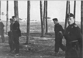 Снова тренировка на местности, потому что новые танки еще не прибыли.Командиры все-таки старались смягчить предписанную нам муштру.