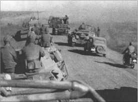 Снова и снова возникали пробки. Солдаты были покрыты пылью, и было совсем мало источников, чтобы утолить жажду.