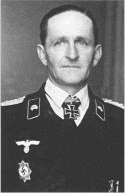После того как 10 сентября1942 года на Кавказе погиб полковникХерберт Ольбрих,4-м танковым полком командовалФридрих фон Хаке.