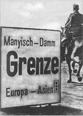 Известный указатель на дамбе Маныча, который показывает границу между Европой и Азией.Способ написания «Дамба Маныча» на указателе отличается от сегодняшнего.