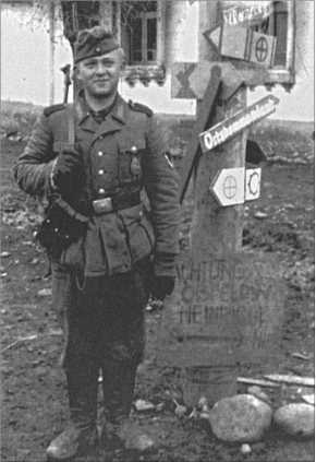 Указатель поста 13-й танковой дивизии. А также указатели подразделений дивизии.