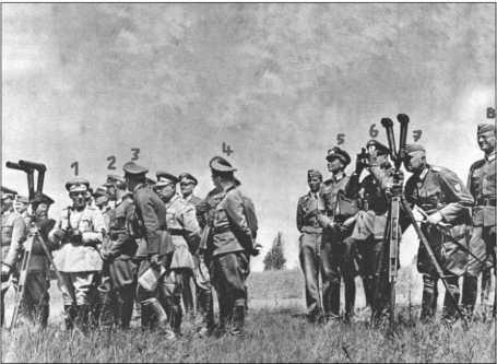 По причине этих учений для турецкой делегации был сделан «официальный» снимок в рамке, который передали турецкой делегации. Одна его копия пережила время и сейчас находится в собственности Альфреда Руббеля.