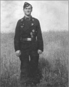 Наводчик в «Тигре» Альфреда Руббеля, Вальтер Юнге, который верно и неутомимо более одного года выполнял свои обязанности, что принесло ему Железный крест первого класса.