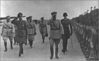 Высокий иностранный гость посещает войска 25 июня 1943 года. Турецкие гости маршируют мимо торжественного построения вместе с генералом Кемпфом. Турки до того также посетили американские и английские войска, чтобы сформировать себе картину состояния вооружений воюющих сторон. Германия давно и напрасно пыталась заключить союз с Турцией. Турция сначала оставалась нейтральной, а в августе 1944 года перешла на сторону союзников.