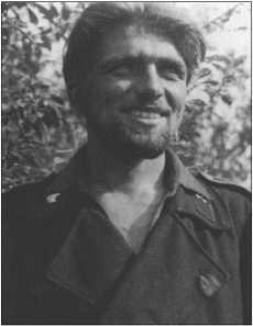 Фельдфебель Курт Книспель сначала был наводчиком, позже командиром танка в 503-м тяжелом танковом батальоне. Немецкий крест в золоте 20 мая 1944-го, Дубовые листья 25 апреля1944 года, погиб 29 апреля 1945 года южнее Будвайса в Чехии.