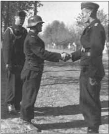 Бурместер поздравляет Фендезака с награждением этой высокой наградой с датой награждения 7 октября 1943 года.