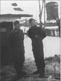 Знаменка зимой 1943/44 года, справа на фотографии Ханс фон Хагемайстер.