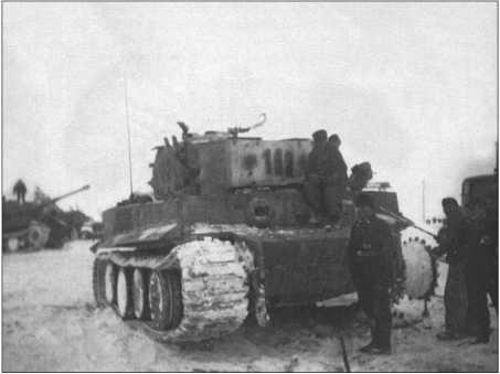 Февраль 1944 года перед боями за котел в Черкассах.Гусеницы и ведущее колесо забиты снегом и льдом.