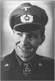 Капитан Рольф Фромме, командир батальона 503-го тяжелого танкового батальона с февраля 1944-го по декабрь 1944 года. Он получил Рыцарский крест уже 29 сентября 1941 года в 1-м танковом полку.