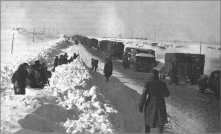 Чтобы убрать снег с дороги, применялось русское гражданское население.