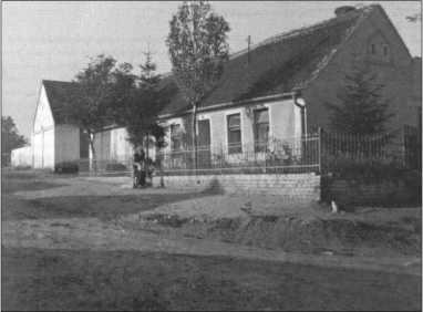 В этом доме 2 мая 1945 года Ханс фон Хагемайстер праздновал свой день рождения. Последнее русское наступление дошло сюда только 7 мая 1945 года.