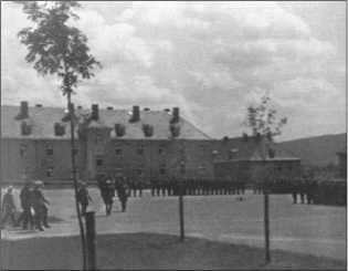 В июне 1944 года инспектор танковых войск генерал-полковник Гудериан посетил 2-ю школу фанен-юнкеров и официально передал первый «Королевский Тигр» 1-й роте 503-го тяжелого танкового батальона.