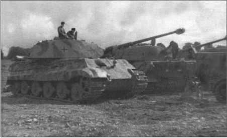 Солдаты 1-й роты освоили эти огромные чудовища до того, как начались опасные бои на фронте Вторжения.