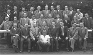 Групповая фотография первой встречи роты после войны в 1955 году в Бассуме. Альфред Руббель (стоит самый левый во 2-м ряду) организовал эту встречу.