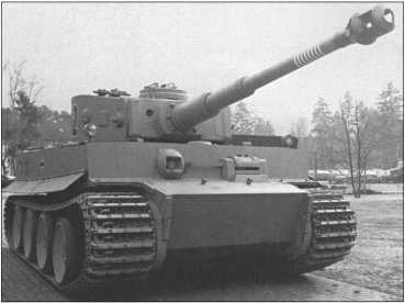 Отреставрированный и способный ездить «Тигр I» в том виде, в каком он иногда выставлялся в танковом музее в Мунстере.