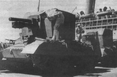 Разгрузка самоходно-артиллерийских установок Bishop в одном из североафриканских портов. 1942 год