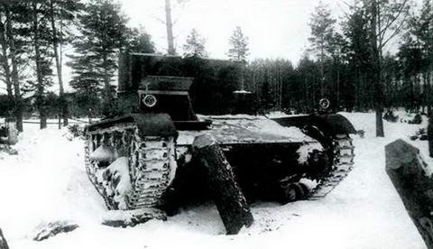 Танки«Виккерс»преодолевают надолбы. Поклонная гора, январь 1931 г.