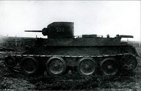 Танк БТ-2, вид сбоку, 1932 г.