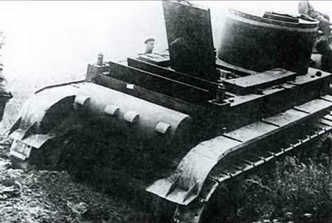 Вид на МТО танка БТ-2, 1933 г.