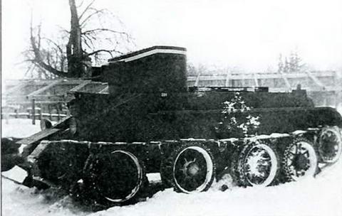 Танк БТ-2 с вооружением из пулеметной спарки в башне, 1933 г.