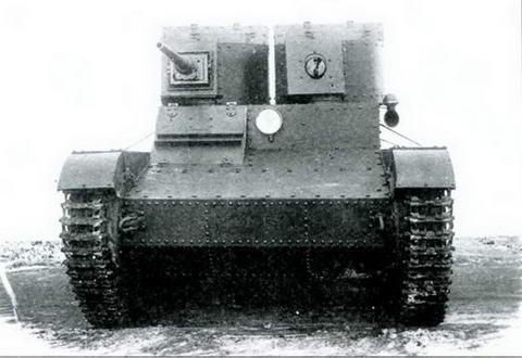 Танк Т-26 с 37-мм пушкой Б-3 (5К) в правой башне, 1933 г.