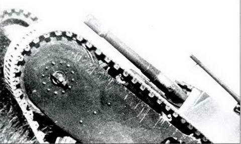Танк Гроте (ТГ) на испытаниях преодолевает подъем в 40'. Осень 1931 г.
