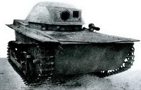 Тот же танк, вид спереди, 1935 г.