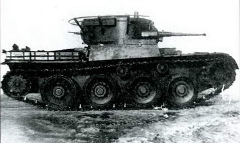 Танк Т-46-1 на гусеницах сбоку, 1936 г.