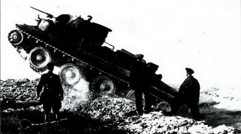 Танк ПТ- 1А на испытаниях, 1935 г.