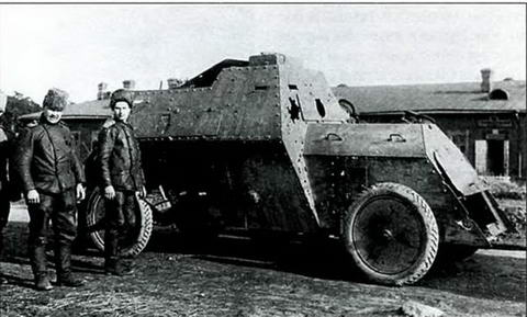 Бронеавтомобиль типа «Руссо-Балт» после боя, 1915 г.