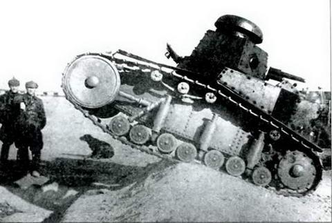 Танк Т-18 в районе КВЖД. Танк первых серий выпуска 1927-1928 гг.