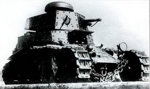 Модернизированный танк Т-18 выпуска 1930-31 гг. на маневрах. Юрга, 1931 г.