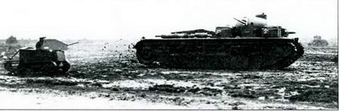 Пятибашенный танк «Индепендент» в сопровождении танкетки Карден-Ллойд, 1929 г.