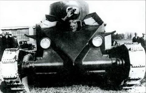 Дж. У. Кристи в своем танке. САСШ, 1929 г.