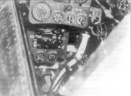 Кабина Ки-43-I. Видны: главная приборная доска, вспомогательная приборная доска, штурвал.