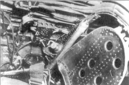 Три снимки правого борта кабины Ки-43-I. На нижнем снимке видны детали кресла пилота.