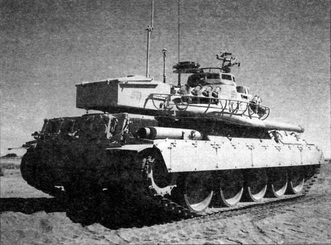 Супер АМХ-30. Хорошо видны опорные катки увеличенного диаметра и гусеницы западногерманской фирмы «Диль», более широкие, чем французские