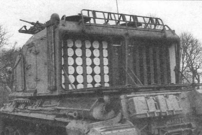 Боеукладка 155-мм выстрелов занимает всю кормовую часть башни и загружается снаружи через два больших люка