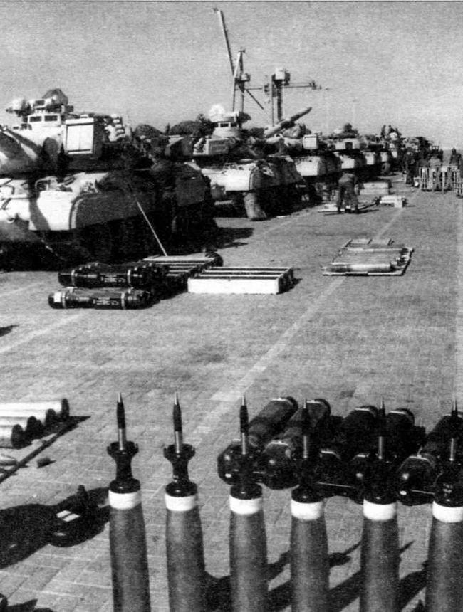 Боевые машины, снаряжение и боеприпасы 4-го драгунского полка после разгрузки в порту Янбу. Саудовская Аравия, 1991 год