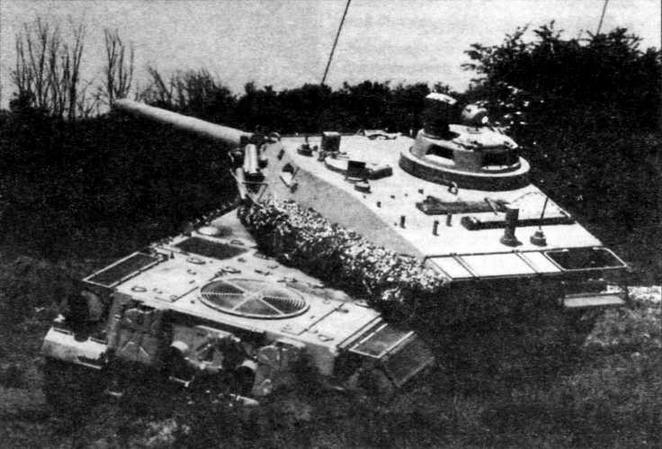 АМХ-32 на полигоне. На этом снимке хорошо видна крыша башни