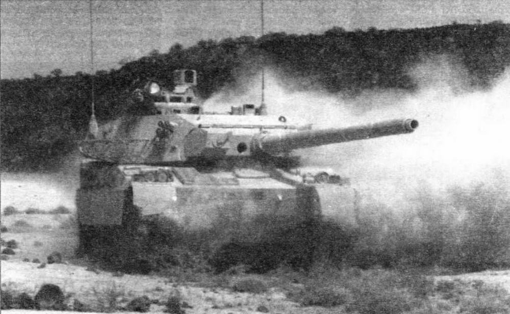 Основной боевой танк АМХ-40 на полном ходу