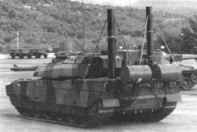 Танк «Лекперк» оснащен оборудованием подводного вождения