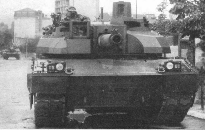 Один из «леклерков» 1-й серии из состава французского контингента в Косово