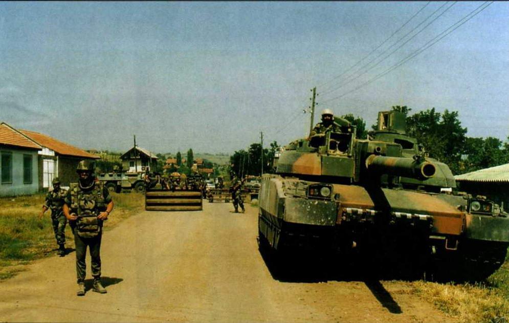 Leclerc Tropic армии ОАЭ на одном из блок-постов миротворческого контингента в Косово. 1999 г.