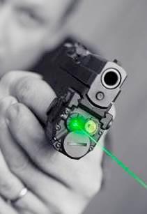 На данном фото пистолет Kel-Tec PF9 используется совместно со сверх компактным прицельным блоком Viridian C5L laser, объединяющим лазерный целеуказатель с тактическим фонарем. Тактический фонарь, изначально использовавшийся спецподразделениями, сейчас популярен и на гражданском рынке оружия. Даже вне тандема с пистолетом, такой фонарь зачастую становится просто весьма удобным для подсветки в сумерках.
