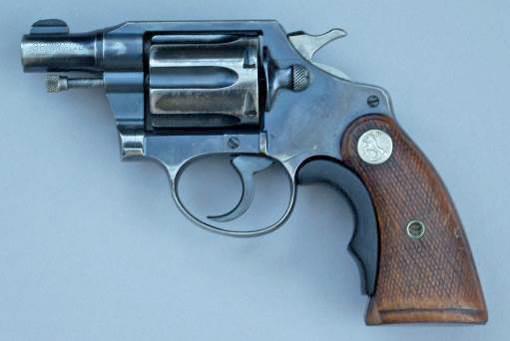 На данной фотографии <a href='https://arsenal-info.ru/b/book/64323040/350' target='_self'><a href='https://arsenal-info.ru/b/book/64323040/350' target='_self'>Colt Detective</a> Special</a> первой модели, 1933 года выпуска, с установленным адаптером рукоятки Tyler T-grip. Разработчики этого револьвера взяли за основу популярный в то время у полиции Colt