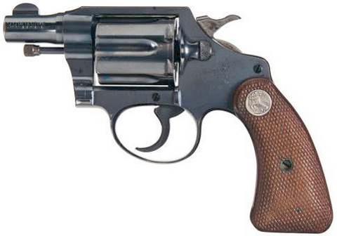Изготовленные с 1933 по 1947 гг. револьверы Detective Special, такие как на этой фотографии, относятся ко второй модели (second model). В 1933 году рукоятка получила закругленные торцы. Именно эта особенность является основным отличительным признаком второй модели. Colt называет такие рукоятки «round butt». Однако револьверы со старыми щечками выпускались вплоть до середины 1950-х гг.
