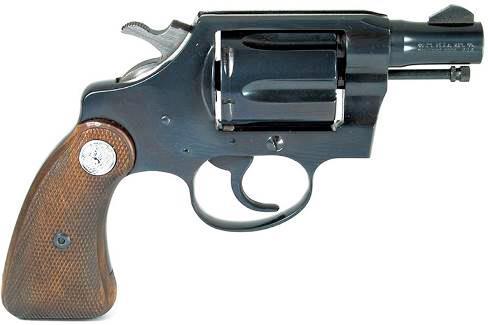 Основной особенностью Detective Special четвертой модели, как этот револьвер 1969 года выпуска, является укороченная рукоятка, введенная с 1966 года. Однако с помощью установки длинных деревянных щечек, закрывавших нижнюю часть рукоятки, можно было увеличить ее длину в случае такой необходимости.