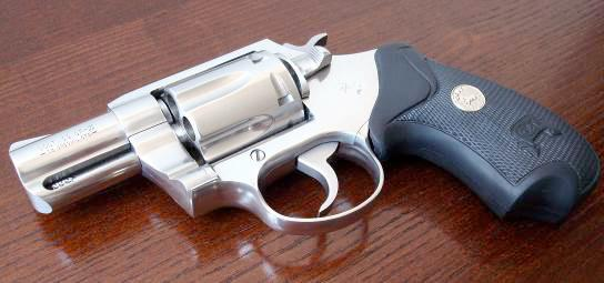 Револьвер SF-VI, который коллекционеры называют так же шестой моделью, был представлен компанией Colt в 1995 году. От старых Detective Special, сменивший их SF-VI отличается укороченной мушкой и несколько иной головкой оси экстрактора, без проточки, а так же увеличенным выступом фиксатора барабана с вертикальной насечкой на его передней поверхности.